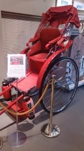 文士さんの赤い人力車